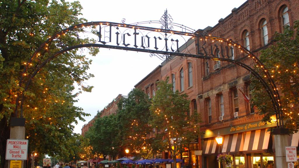 SOAK UP THE VIBE ON VICTORIA ROW