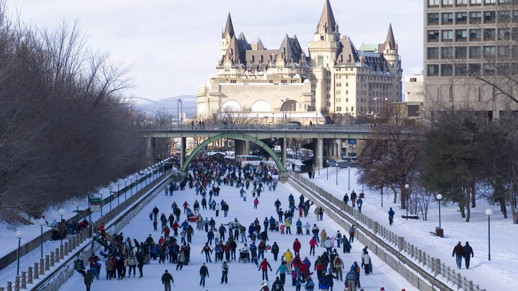 EXPLORE THE RIDEAU CANAL